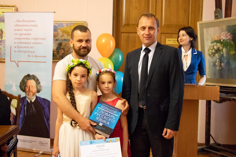Участницы конкурса, занявшие второе место – Олейник Владислава и Олейник Ясна