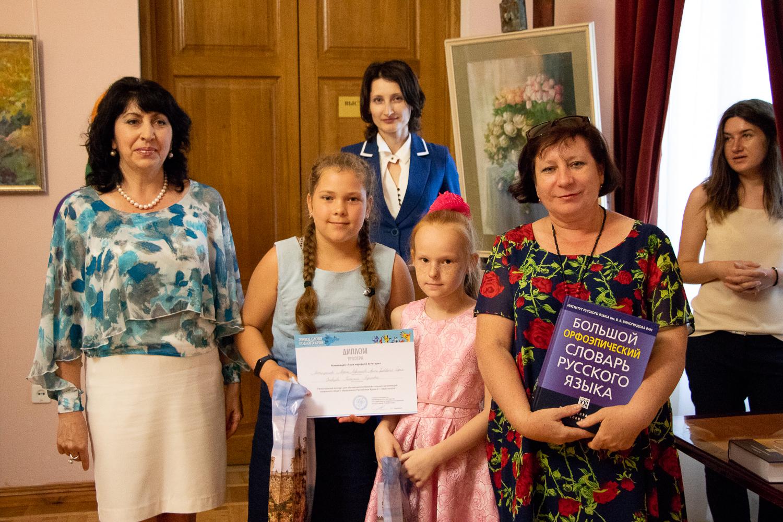 Участницы конкурса, занявшие второе место – Матафонова Марта, Лаврентьева Алиса, Грабовская София